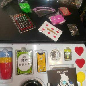 سفارش اینترنتی پکیج شعبده بازی همراه با 18 نوع بازی و سی دی آموزشی برای علاقه مندان